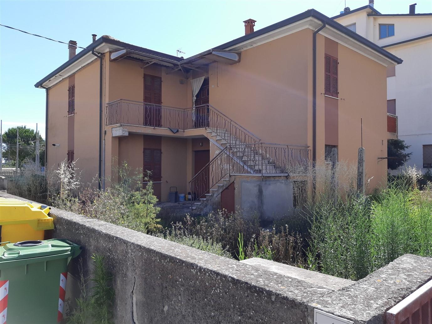 Marotta – casa singola con due appartamenti.